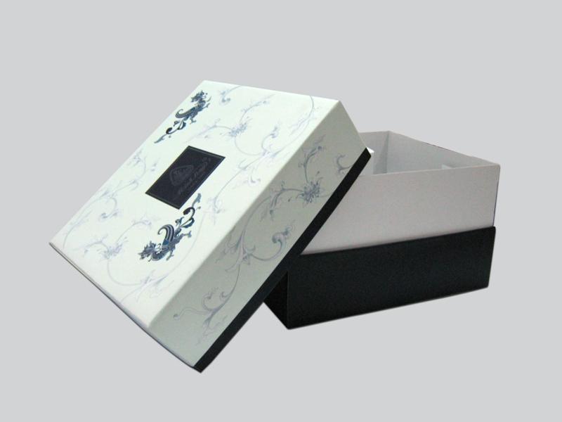 mẫu hộp giày theo yêu cầu giá rẻ